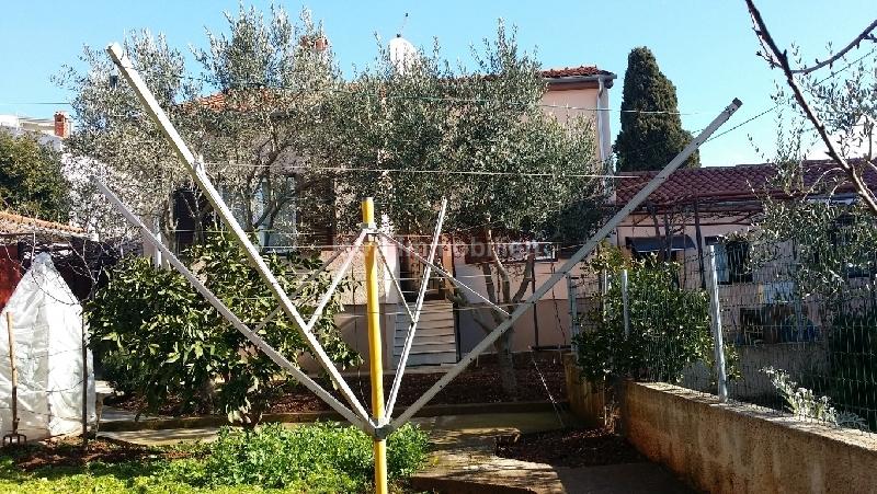 PULA Kaštanjer Samostojeća kuća na parceli 400m2 PRILIKA