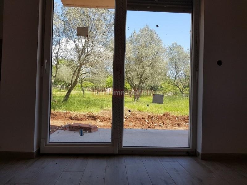 Prodaja stan Fažana Peroj apartman u prizemlju 53 m2 vrt 80 m2