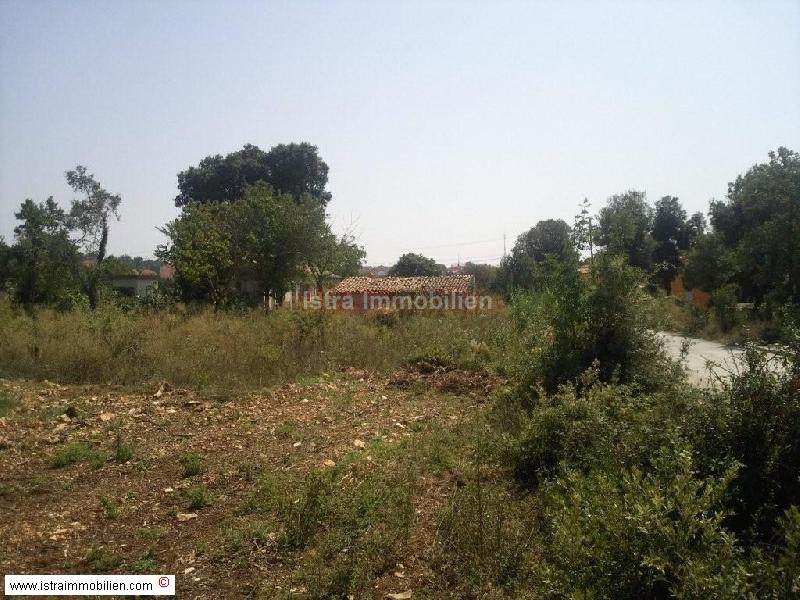Pula građevinsko zemljište 2400 m2 sa starom kućom