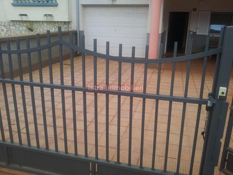 Pula Stan 200m2 sa 4 spavaće sobe vrtom od 300m2 2 garaže SUPER CIJENA