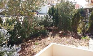 Premantura, stan u prizemlju sa terasom i vrtom, 300m od plaže.