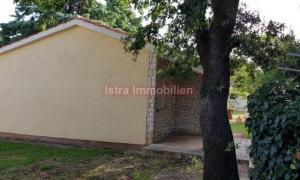 Peroj - prizemna kuća 42 m2 , 100 metara od mora - P R I L I K A