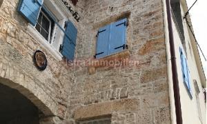 Fažana, Peroj, kamena kuća potpuno renovirana i opremljena.