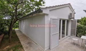 Premantura - prizemna dvojna kuća 50 m2 + dvorište