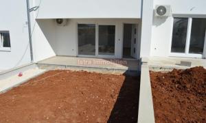 Barbariga - apartman 81 m2, u prizemlju s vrtom