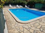Banjole - Volme , apartman u prizemlju 52 m2 s terasom, vrtom + bazen
